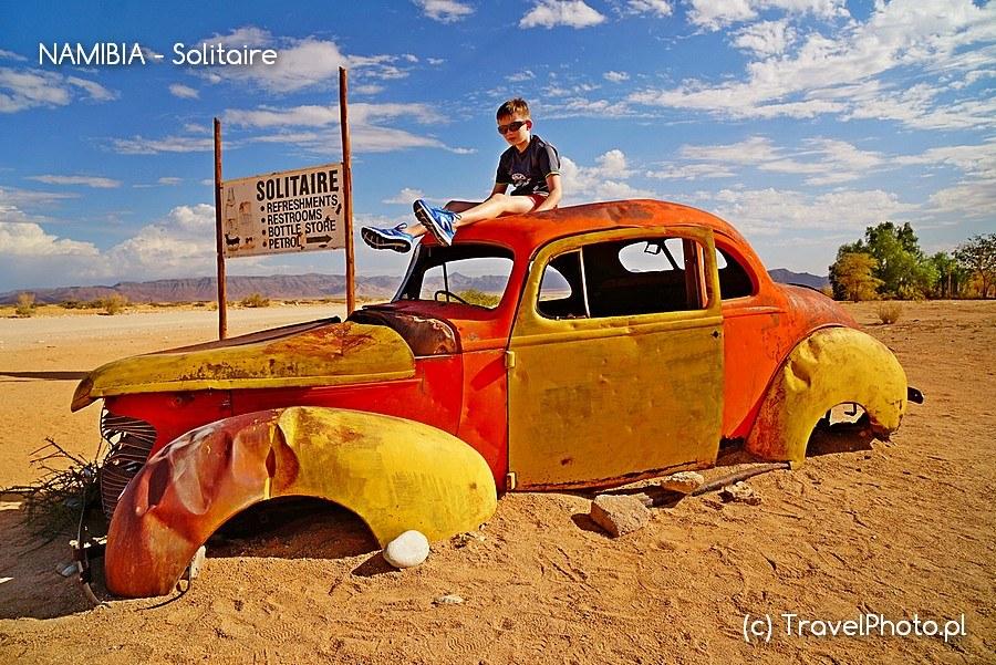 <em>Solitaire znane jest z wraków starych samochodów</em>