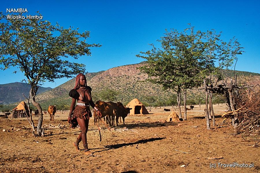 Kobieta w wiosce Himba.