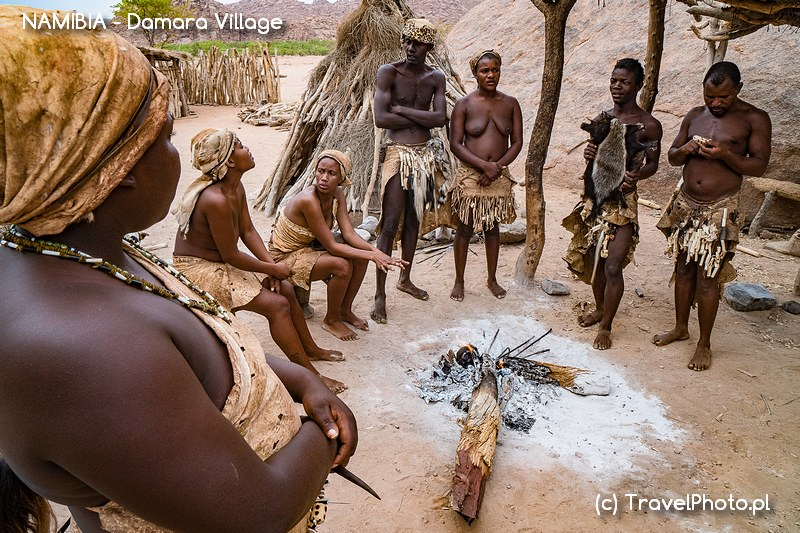Język Damara usłyszymy m.in. w Damara Living Muzeum niedaleko Twyfelfontein.