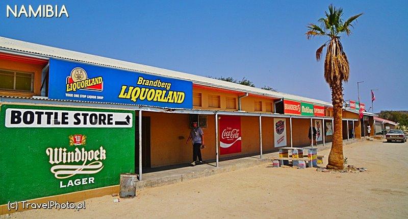 Alkohol w Namibii jest sprzedawany w specjalnych Bottle Store.