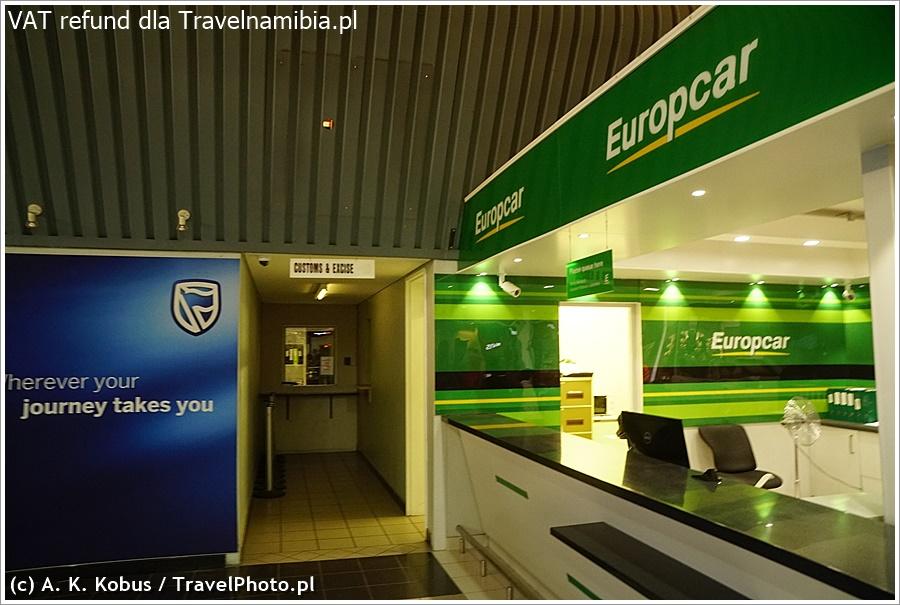 Idziesz korytarzem dalej, do hali odlotów. Po lewej stronie Europcar jest niepozorna nisza...