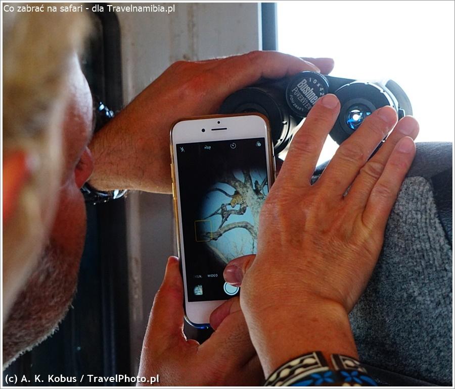 Gdy zwierzę jest daleko - lornetka posłuży jako teleobiektyw. Na zdjęciu: fotografowanie lamparta na dik-dik drive w Etoszy.