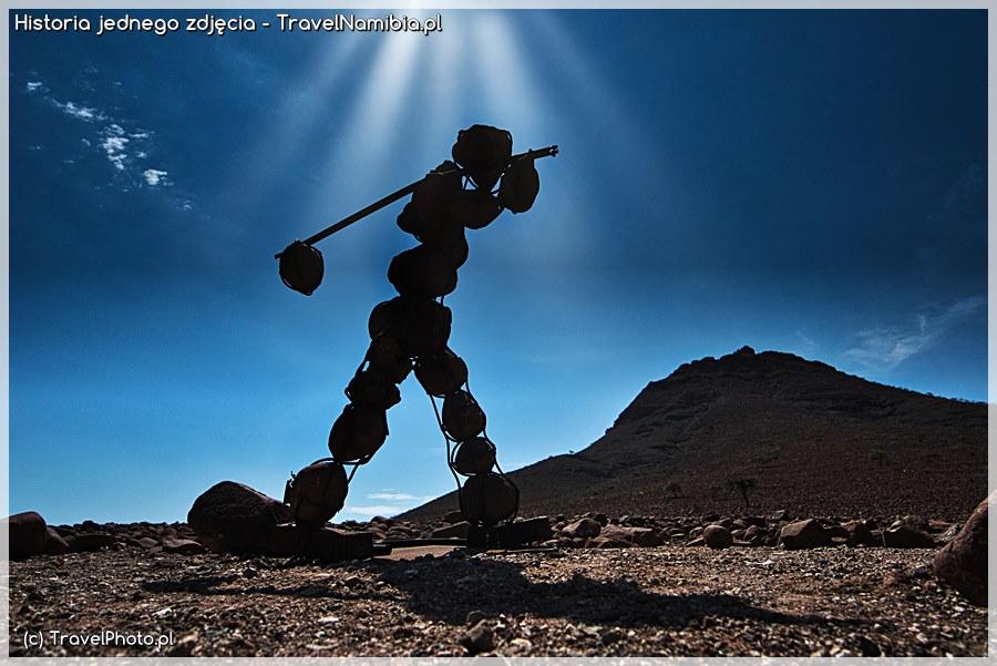 NAMIBIA. Man of Stone (Idący w słońcu) - Historia jednego zdjęcia