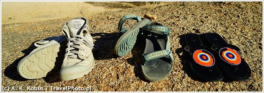 Zestaw moich butów na Afrykę: Palladium, sandały Tewa, japonki Tewa z tradycyjnymi wzorami (doszyte przeze mnie).