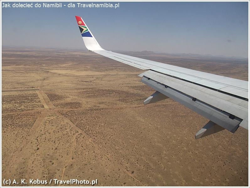 Przelot z Johanesburgu. W dole - Namibia! Na tanie loty do Namibii warto zacząć polować wiele miesięcy wcześniej.