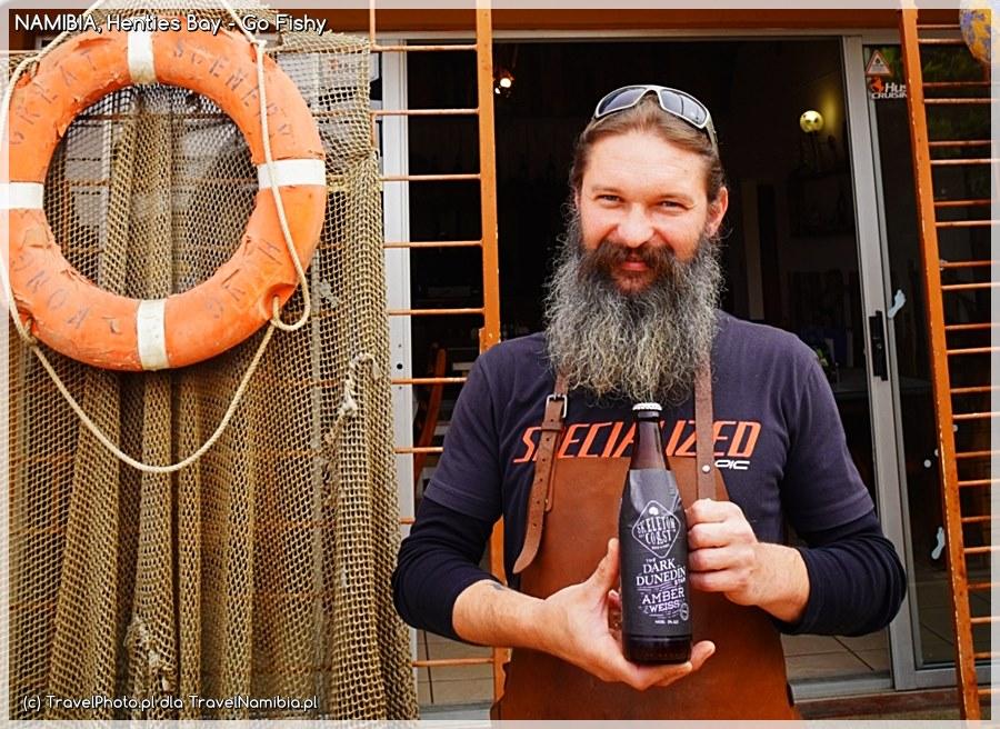Tomek prezentuje piwo lokalnego browaru. Doskonałe!