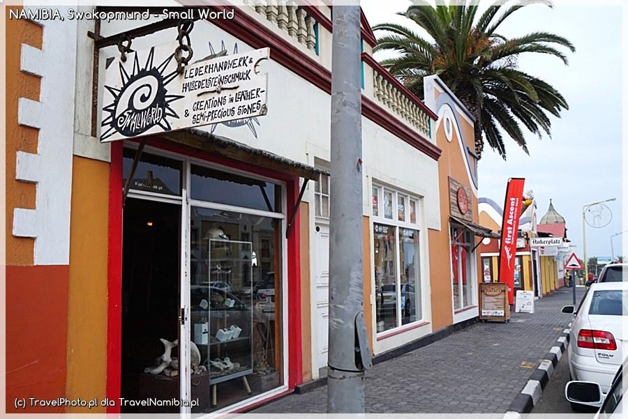 Sklep łatwo znajdziesz przy ul. Sam Nujoma, niedaleko Ankerplatz.