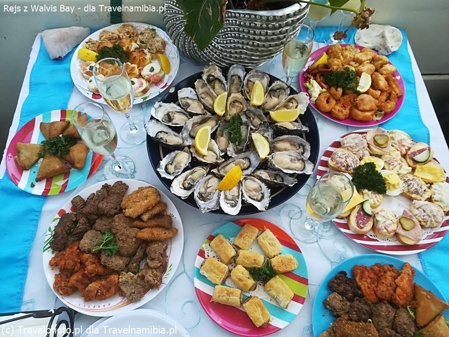 Rejs z Walvis Bay - na stole lądują przepyszne owoce morza.