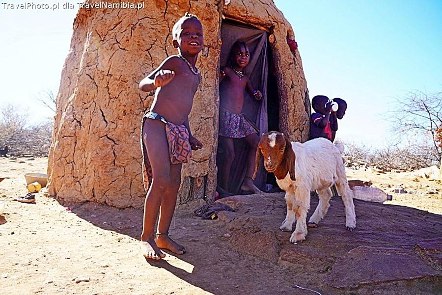 Dzieci w wiosce Omusaona.