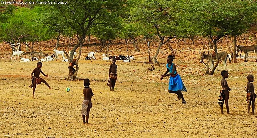 Piłka uraduje wszystkie dzieci.