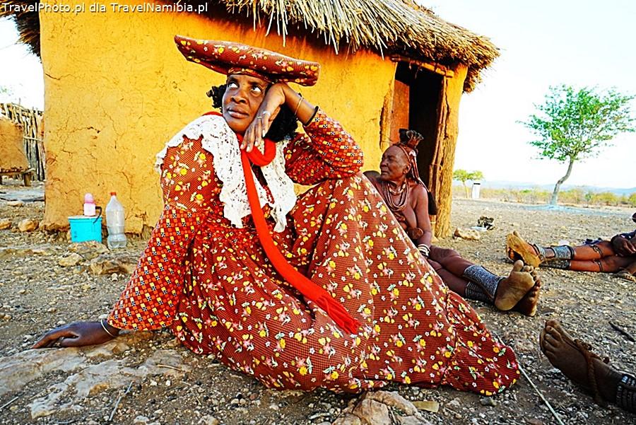 Sąsiadka Herero wpadła z wizytą - wioska koło Opuwo.