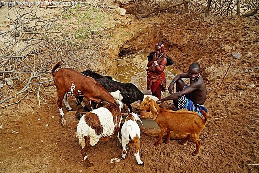 Studnia przy drodze Opuwo-Epupa.