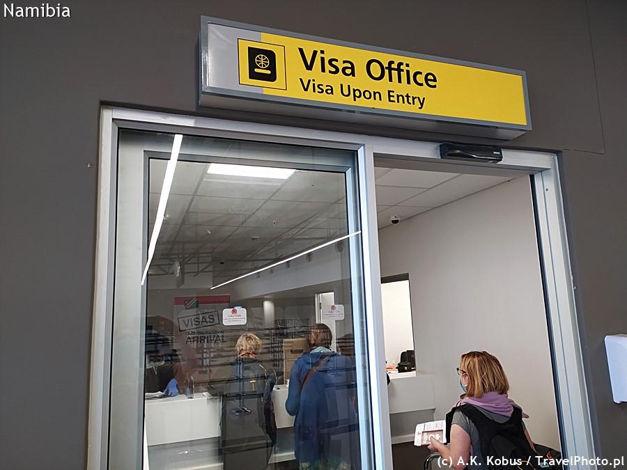 Punkt wydawania wiz na lotnisku.