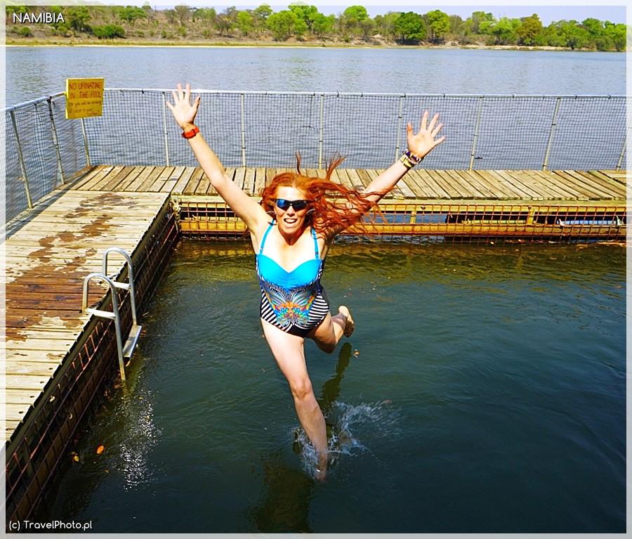 Kąpiel w klatce w Okawango.