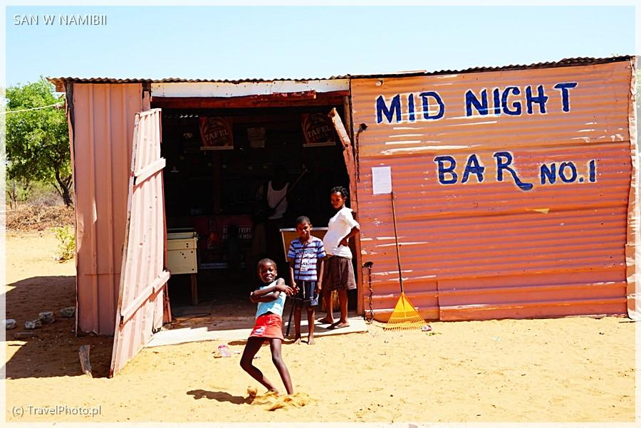 Typowy bar przy drodze.