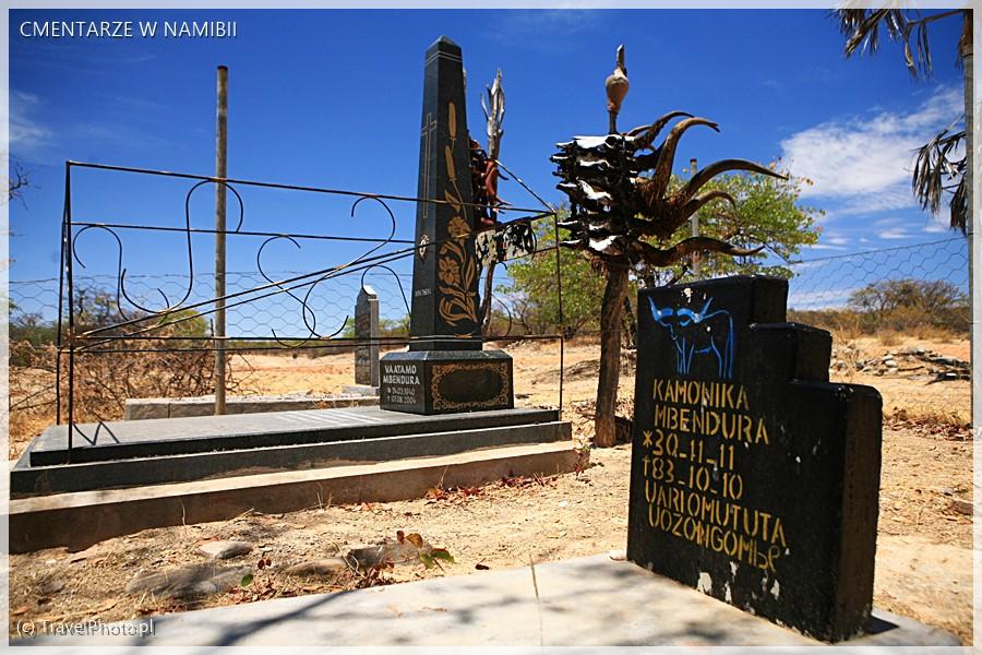 Nagrobki Himba.
