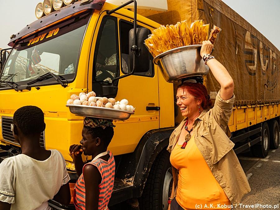 Wspomagam uliczną sprzedaż - Afryka Zachodnia.